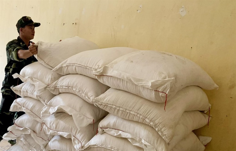 An Giang Border Guards discover trafficked sugar